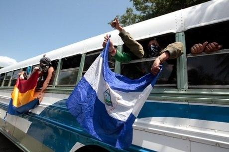 Estudantes foram sitiados por forças pró-governo