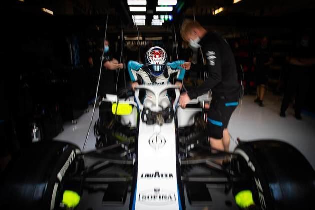 Nicholas Latifi passou para o Q2 pela primeira vez na carreira e terminou em 15º
