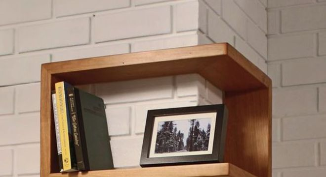 nichos de madeira em quina de quarto