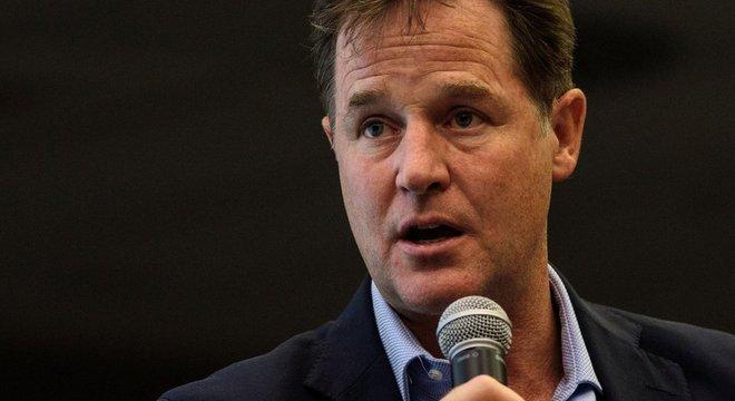 """Político britânico Nick Clegg, agora no Facebook, defende """"co-regulação"""""""