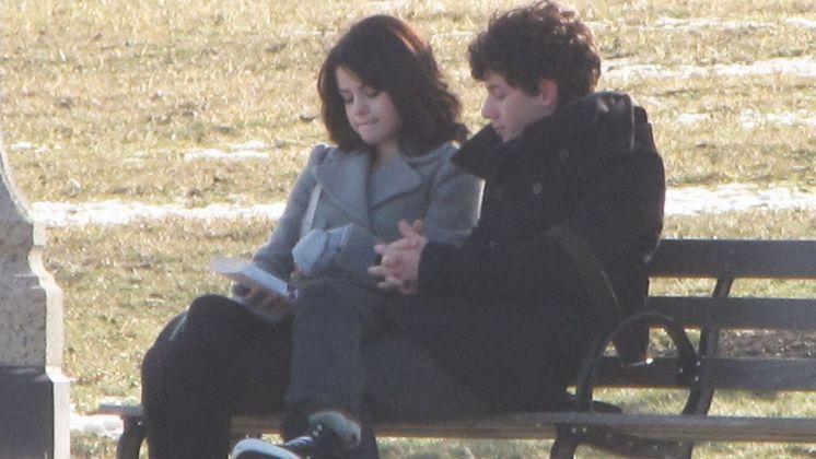 Nick Jonas e Selena Gomez: após o relacionamento com a estrela da Disney, Miley Cyrus, Nick engatou um romance com a protagonista de Os Feiticeiros de Waverly Place. Em 2008, os dois assumiram o namoro publicamente. Em 2010, eles se separaram oficialmente. Depois disso, Selena Gomez teve um intenso relacionamento entre idas e vindas com Justin Bieber