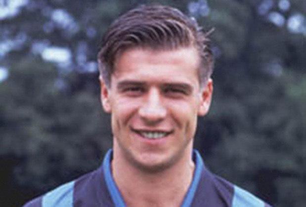 Nicola Berti: meio-campista dedicado, Berti nasceu em 1967 e construiu uma bonita história no futebol italiano. Passou pelo Parma, Fiorentina e se destacou na Inter de Milão, onde conquistou o Campeonato Italiano em 88-89 e duas vezes a  Copa Uefa, em 90-91 e 93-94.