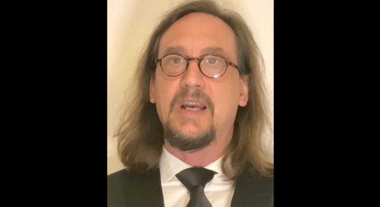 Nicolas Becker conta como foi reproduzir a surdez em filme cotado para o Oscar