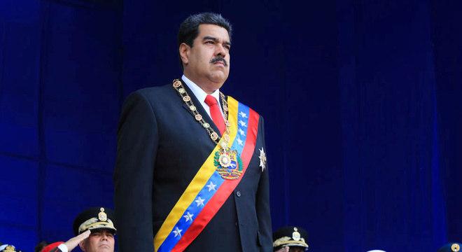Maduro ordenou manobras militares na fronteira com a Colômbia