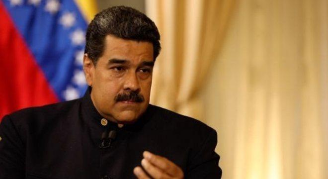 O governo de Maduro, apoiado por 14 nações, considera que os movimentos de Guaidó são uma tentativa de golpe de Estado, dirigida pelos Estados Unidos