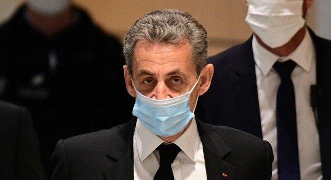 Nicolas Sarkozy é o primeiro presidente da França a se sentar no banco dos réus
