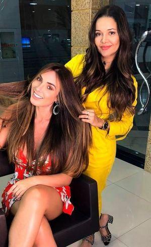 Nicole e a cabeleireira Janny Mota