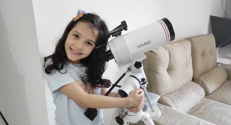 Nicole Oliveira gosta de estudar os asteroides