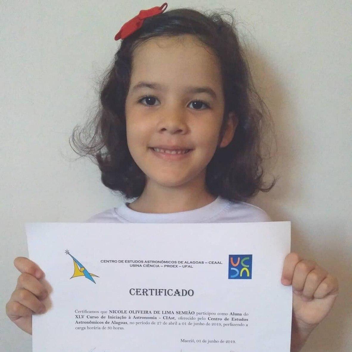 Nicole se tornou a sócia mais nova de uma instituição de astronomia em Alagoas