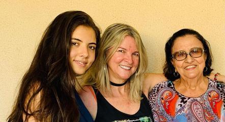 """Nicole com a mãe e a avó: """"inspiração"""""""