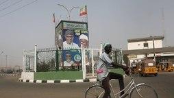 Adiamento de eleição presidencial na Nigéria reforça descrença em política ()