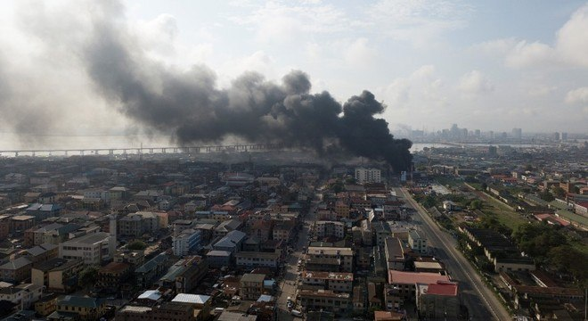 Lagos registrou pelo menos dois focos de incêndio, um deles em presídio, nesta 5ª