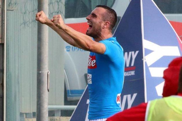 Nikola Maksimovic (zagueiro - 29 anos - sérvio) - Fim de contrato com o Napoli - Valor de mercado: 10 milhões de euros