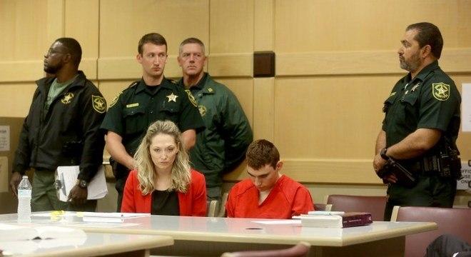 Nikolas Cruz durante uma audiência preliminar: atirador responderá por 34 crimes