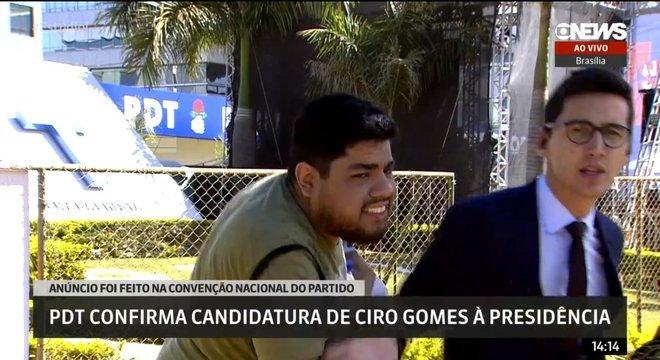 Repórter mais jovem da Globo é atacado ao vivo por manifestante