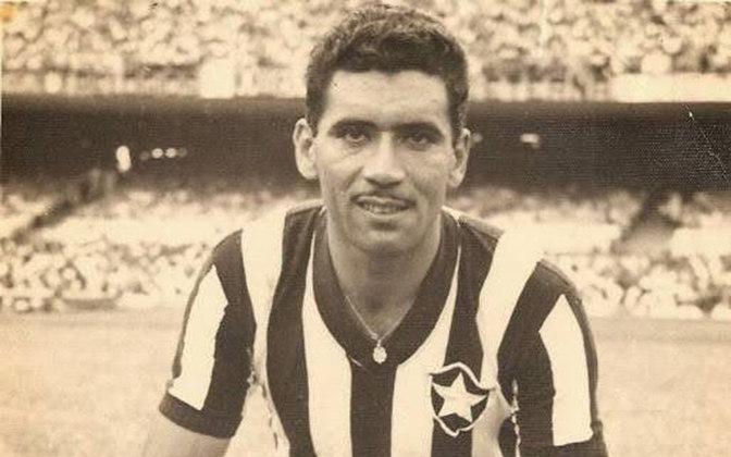 NILTON SANTOS é líder absoluto de jogos com a camisa do Botafogo. A Enciclopédia entrou em campo em 721 jogos entre 1948 e 1964, vencendo os Cariocas de 1948,1957,1961 e 1962 e conquistando dois Torneios Rio-São Paulo.