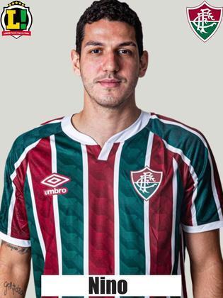 Nino: 6,0 - No dia em que completou 100 jogos pelo Fluminense, Nino não participou tanto do jogo nas sáidas de bola, mas conseguiu se firmar na marcação. Como de praxe, apresentou segurança ao sistema defensivo do Tricolor.