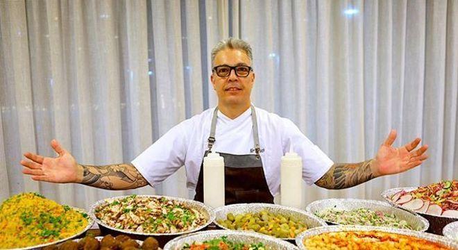 Chef Nir Baruch irá preparar pratos e ensinará funcionários do Bom Prato