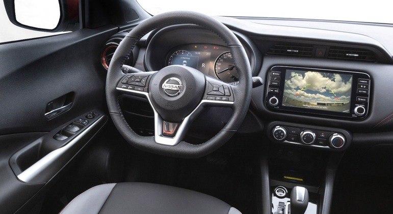 Central multimídia é de 8 polegadas com conexão com Android Auto e Apple CarPlay