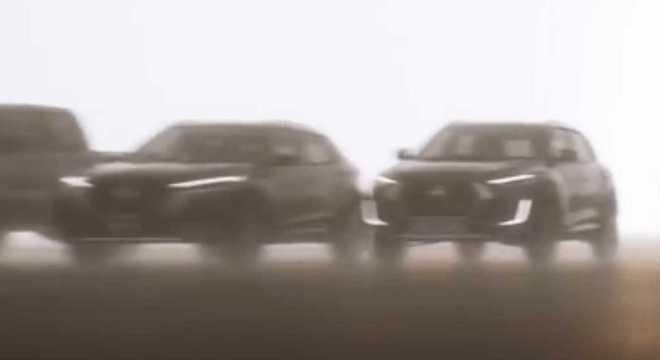 À esquerda o Magnite revela perfil da carroceria que segue o estilo adotado por outros modelos