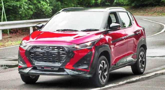 O SUV ultracompacto Magnite rodando quase sem disfarces na Índia: será mostrado em 21/10