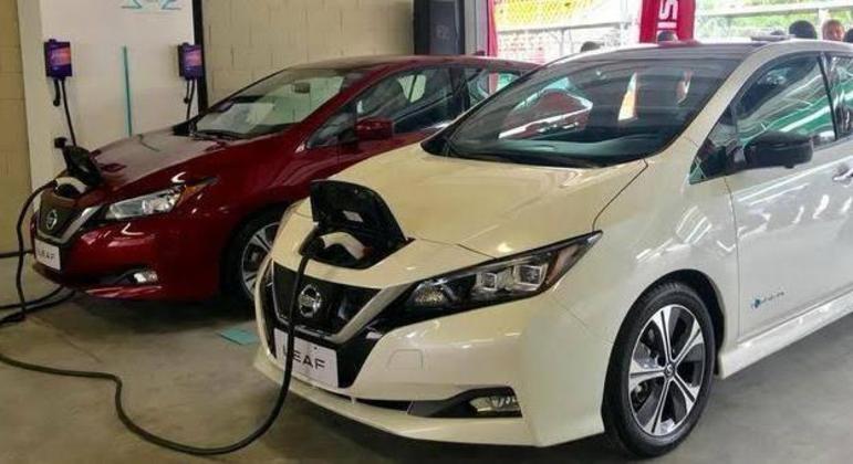 Concessionárias também servirão de ponto de recarga de veículos elétricos