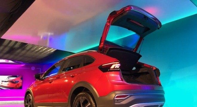 """Porta-malas tem 415 litros com espaço bem generoso graças ao perfil """"espichado"""" do SUV"""