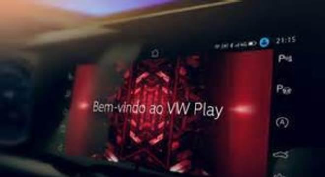 Tela do sistema VW play: acima é possível perceber a indicação 4G e o símbolo do wi-fi