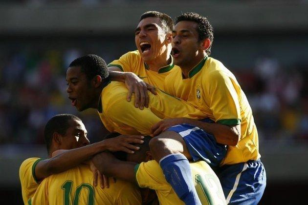 No amistoso de 2006, Brasil venceu a Argentina por 3 a 0. O jogo marcava o primeiro jogo de Lionel Messi contra o time profissional do Brasil. O destaque veio para Kaká, que saiu do banco e marcou um golaço.