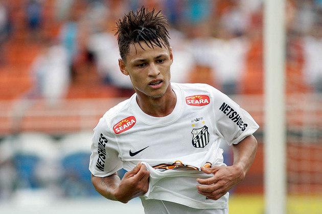 """No ano de 2013, Neilton ganhou o apelido de """"novo Neymar"""" após conquistar a Copa São Paulo com o Santos. No entanto, o jogador passou por Cruzeiro, Botafogo, São Paulo, entre outros times, e não obteve o sucesso esperado. Hoje, aos 27 anos, está no Sport."""