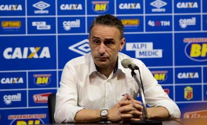 No ano de 2016, o Cruzeiro trouxe o português Paulo Bento (foto) para ser treinador da equipe. Ele ficou pouco mais de três meses no clube mineiro, deixando um retrospecto de 41,17% de aproveitamento.
