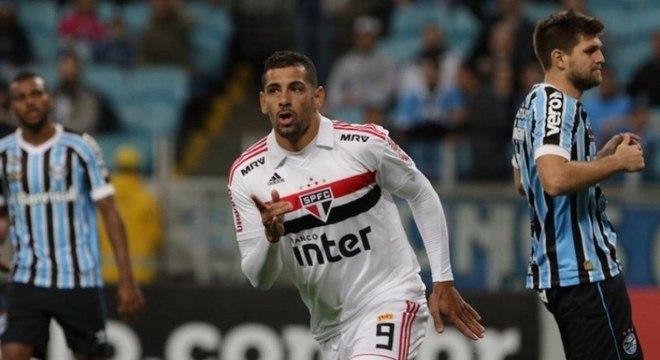 No ano seguinte, começou a temporada no Tricolor, mas se transferiu ao Botafogo em março. Atualmente, joga no Grêmio, onde é titular.