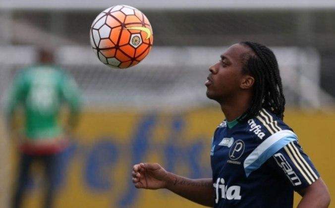 No ano seguinte, em 2015, já vestindo a camisa do Palmeiras, o volante voltou a ser vítima de racismo. Após derrotar seu ex-clube, o Santos, Arouca sofreu xingamentos racistas em suas redes sociais, feitos por um torcedor santista.
