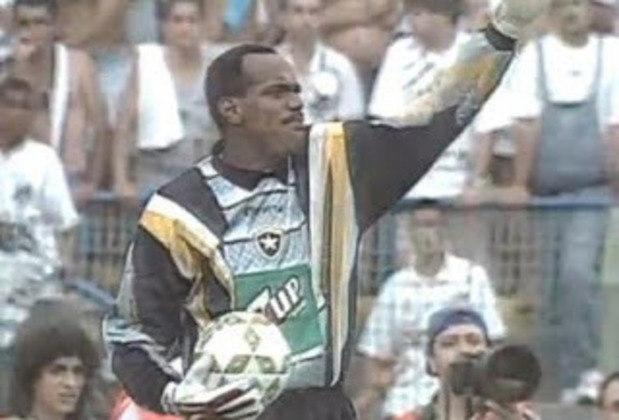 No Botafogo, um icônico uniforme de goleiro é o utilizado por Walter em 1995. Com detalhes em cinza, preto, amarelo e laranja, o uniforme é muito lembrado pelos torcedores