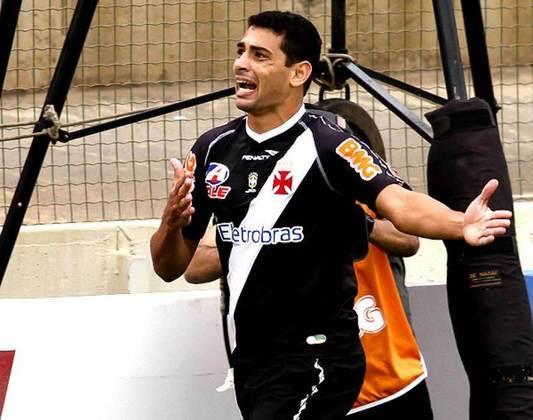 No Brasileirão de 2011, Diego Souza fez os três gols da vitória vascaína sobre o Cruzeiro, por 3 a 0, em jogo válido pela 26ª rodada.