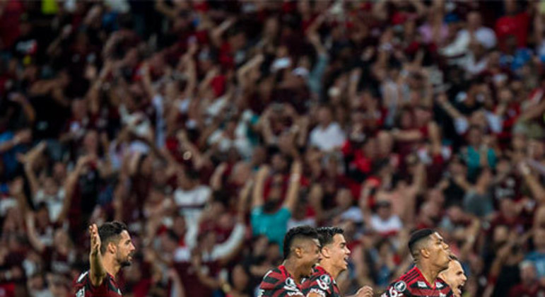 No caminho da Glória Eterna, o Flamengo teve o Emelec do Equador. Após perder por 2x0 fora de casa, já sob o comando de Jorge Jesus, o Fla repetiu o placar no Maracanã, levando a partida para os pênaltis. A disputa dramática acabou com vitória rubro-negra e foi fundamental para a sequência do trabalho vencedor.