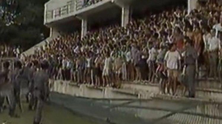 No Campeonato Brasileiro de 1991, o clássico foi suspenso por invasão de campo nas Laranjeiras, quando o placar era de 0 x 0. O tribunal da CBF julgou que a torcida do Botafogo foi a invasora e considerou o Fluminense vencedor por 1 a 0