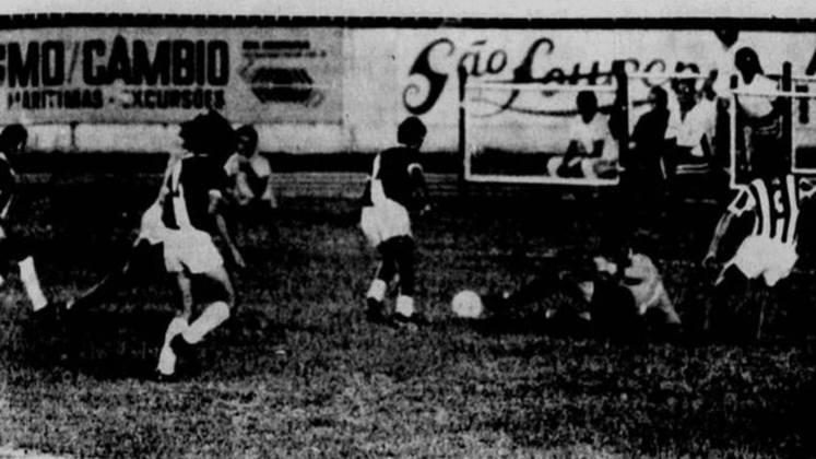 No Campeonato Carioca de 1975, o Vasco tinha chances remotas de se manter na briga pelo título no Triangular Final do Estadual quando encarou o Botafogo, que seguia no páreo com o Fluminense. Mesmo assim, a equipe de Mário Travaglini partiu para cima do Glorioso e conseguiu a vitória por 2 a 0 no Maracanã, com gols de Chiquinho (contra) e Edu. O Tricolor das Laranjeiras, posteriormente, foi campeão.
