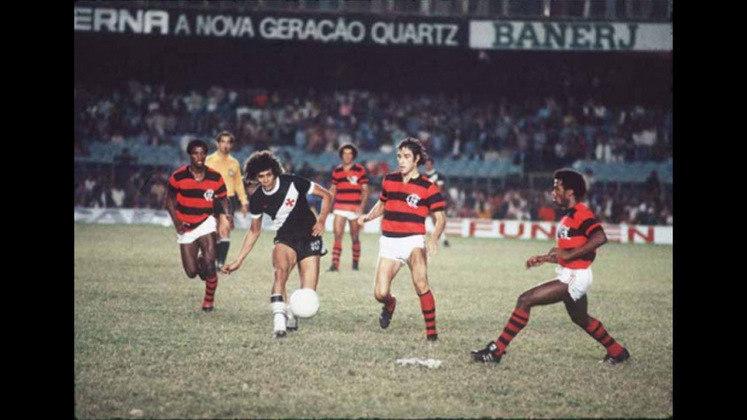 No Campeonato Carioca, Dinamite foi artilheiro em três oportunidades: 1978 (18 gols), 1981 (31 gols), e 1985 (12 gols). Além disso, ele ergueu a taça do Estadual em cinco oportunidades: 1977, 1982, 1987, 1988 e 1992.