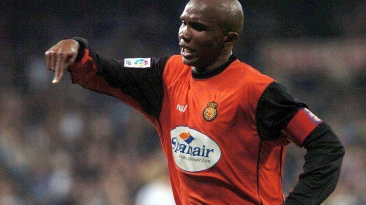 No Campeonato Espanhol de 2000, após ser substituído durante um jogo do Mallorca, o atacante Samuel Eto'o se revoltou com o treinador Luis Aragonés. Ao sair de campo, o camaronês jogou uma garrafa de água no chão, o comandante, então, foi até o banco cobrá-lo e o agarrou pela camisa.