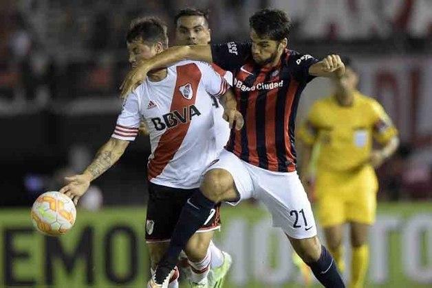 No confronto entre argentinos, o River Plate derrotou o San Lorenzo duas vezes por 1 a 0 e se sagrou campeão da Recopa 2015. No ano seguinte (2016), o River Plate conquistou o bicampeonato ao derrotar o Independiente Santa Fé, da Colômbia. 0 a 0, fora de casa e 2 a 1, na Argentina.