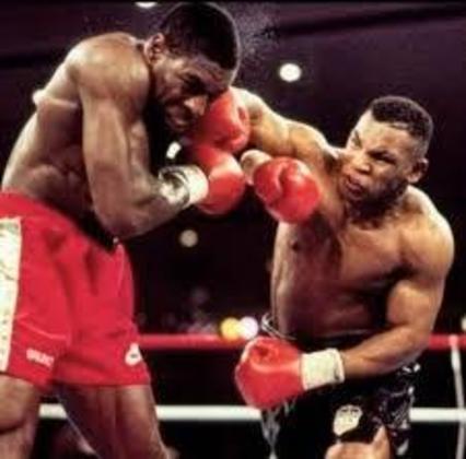 No dia 16 de março de 1996, Tyson nocauteou o britânico Frank Bruno no terceiro round, em Las Vegas, e recuperou o cinturão dos pesados do Conselho Mundial de Boxe (WBC)