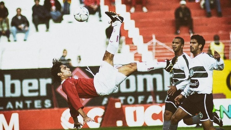 No dia 22 de agosto de 2004, Fernandão marcou um gol histórico do Internacional. O atacante recebeu na área, deu um balão no zagueiro e aplicou uma bicicleta linda para completar a pintura.