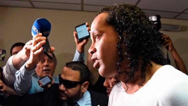 No dia 4 de março, Ronaldinho desembarcou em Assunção e foi recebido por uma multidão no Aeroporto Internacional Silvio Pettirossi. Ele foi participar de um evento para arrecadação beneficente para crianças e lançar a biografia do jogador chamada