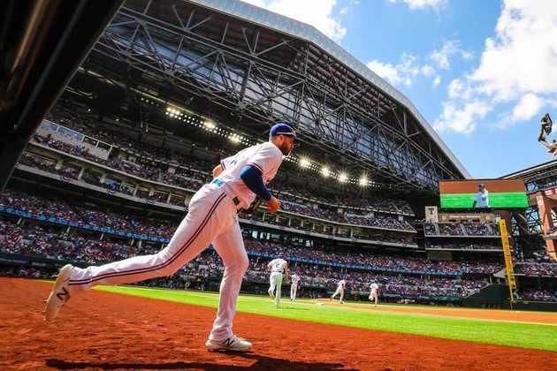 No dia 5 de abril de 2021, o duelo entre Texas Rangers e Toronto Blue Jays, pela Liga Nacional de Baseball, marcou o primeiro evento esportivo com 100% da capacidade ocupada no estádio em mais de um ano. Mais de 40 mil pessoas assistiram à vitória do time canadense in loco.