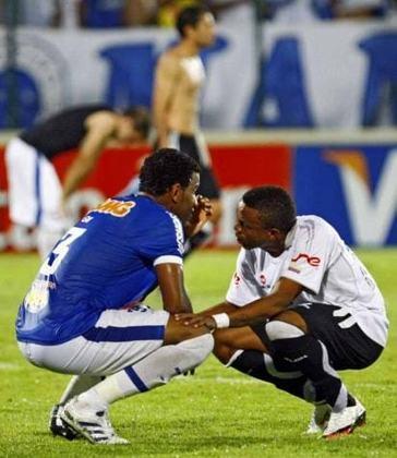"""No dia seguinte a classificação do Santos às quartas de final da Libertadores, o futebol brasileiro viveu a sua pior noite na história do torneio. No dia 4 de maio, as demais equipes brasileiras ainda presentes no torneio foram todas eliminadas: Cruzeiro, Fluminense, Grêmio e Internacional, restando apenas o Peixe como representante """"brazuca"""" na Libertadores, desbancando todos os adversários e sagrando-se campeão posteriormente. De todas as eliminações, a do Cruzeiro foi a mais surpreendente, já que os mineiros estavam invictos, registrando 90% de aproveitamento, e havia vencido o jogo de ida das oitavas de final, contra o Once Caldas-COL, fora de casa, por 2 a 1. Porém, na volta, os colombianos surpreenderam, fizeram 2 a 0 e calaram o estádio do Mineirão."""