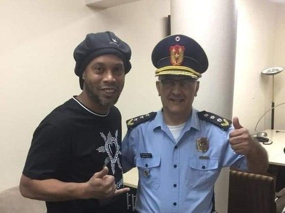 No dia seguinte, Ronaldinho e Assis foram até a Promotoria Contra o Crime Organizado e no local, o promotor Federico Delfino afirmou que os números dos documentos apresentados por ambos eram de outras pessoas.