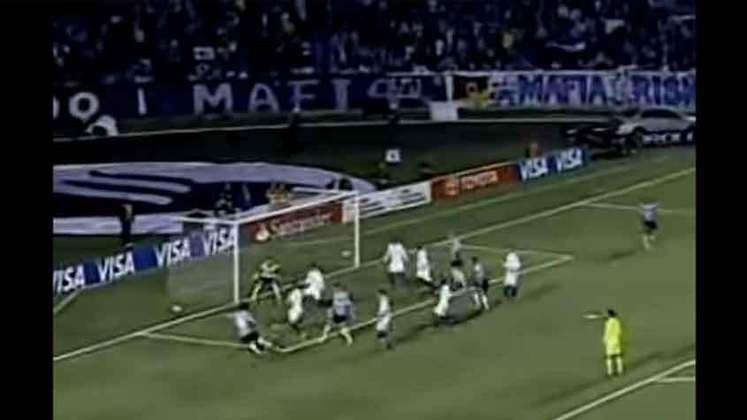 No duelo derradeiro, o Imortal não conseguiu parar Wellington Paulista, autor dos dois gols cruzeirenses no empate por 2 a 2. Na final, a Raposa parou no Estudiantes.