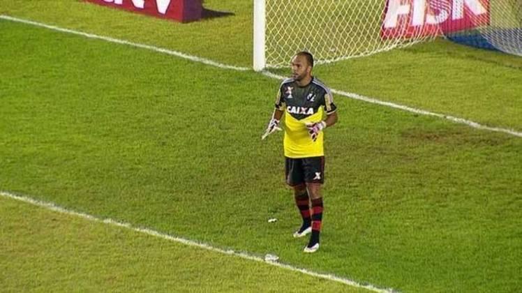 No empate em 1 a 1 entre Flamengo e Macaé, pelo Carioca de 2015, após o goleiro Paulo Victor deixar o campo por conta de um sangramento na cabeça, o atacante Alecsandro foi obrigado a ir para o gol em função do Rubro-Negro já ter feito três substituições durante a partida. O atacante entrou no intervalo e fez o gol do Flamengo.