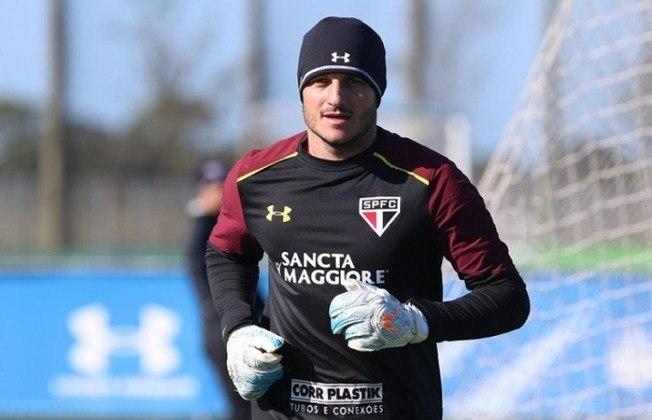 No entanto, após ser titular depois de Ceni, foi abaixo do esperado, cometendo diversas falhas e criticado pela torcida. Conquistou a Copa Sul-Americana de 2012.